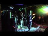 Кавер-группа у бара