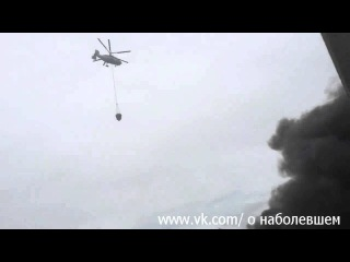 Вертолёты тушат пожар на заводе ЗИЛ