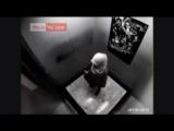 Девушка в Хиджабе-в лифте такое вытворяет