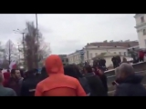 Очевидцы сняли, как Касьянов убегал от пермяков, подаривших ему ватник