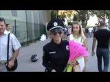 Одесская полицаечка! )) Эх, девушка в форме, да с наручниками...)))