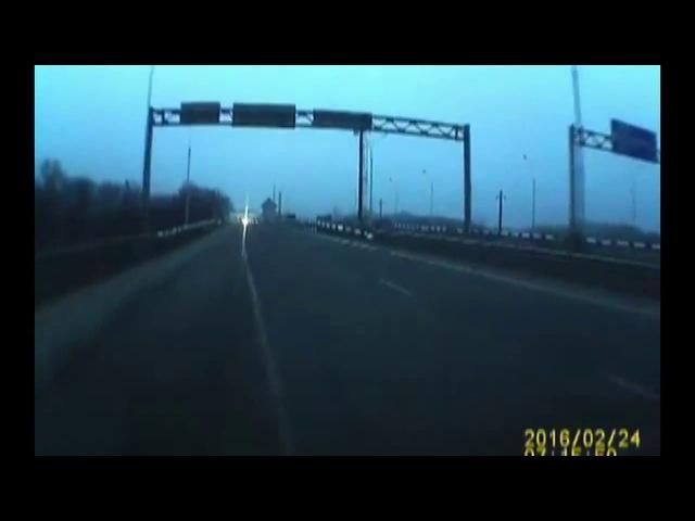 Людей в автобусе и водителя спасло чудо группа: vk.com/avtooko сайт: avtoregik.ru Предупрежден значит вооружен: Дт