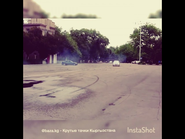 "Крутые тачки Кыргызстана on Instagram: ""Honda RB1 vs Toyota Altezza напротив АУЦА Бишкек"