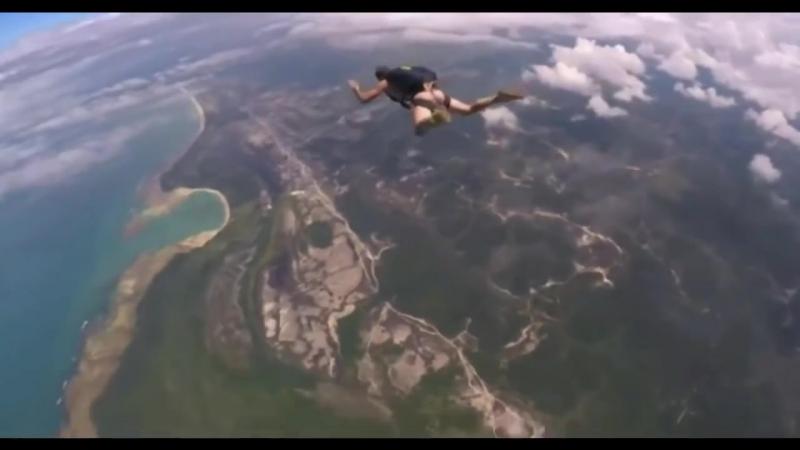 Голый.Парашютист без трусов Naked Parachutist without panties