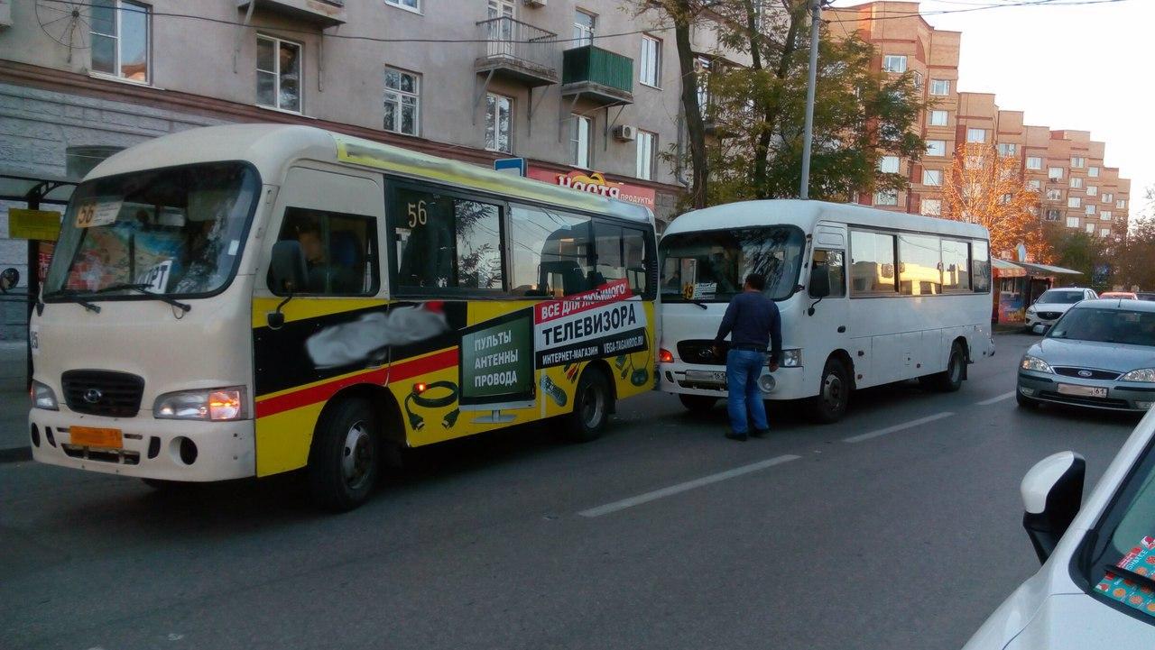 В центре Таганрога столкнулись две маршрутки