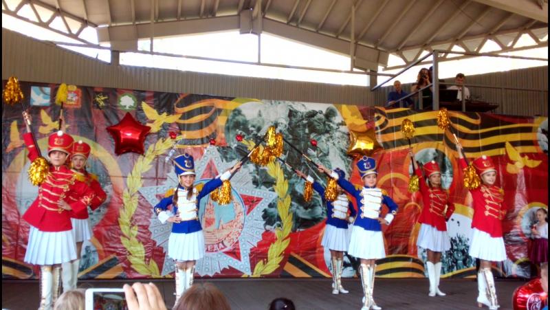 красивое открытие концерта на 9 мая! Коллектив Дункан,где танцует моя Доча.