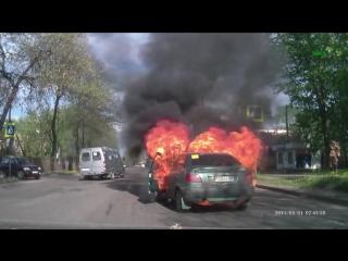 воспламенение баллона с газом в машине.