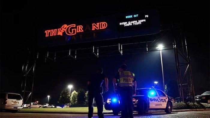 Трое людей убиты в кинотеатре на показе «Девушки без комплексов»