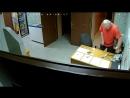 Мразь в сауне избил девушку администратора скрытая камера Омск