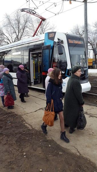 Новый трамвай сломался. Не успели обкатать, а уже отказывают механизмы