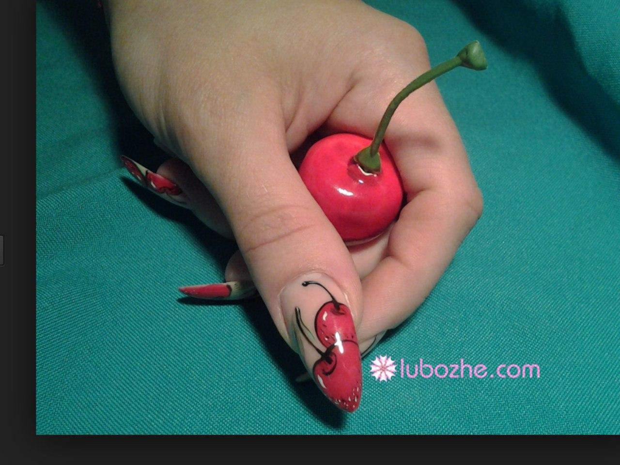 Фото дизайна вишни на ногтях
