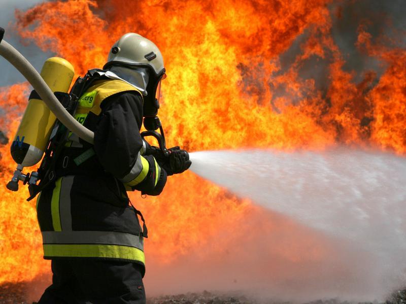 В Таганроге при пожаре в частном доме заживо сгорела пожилая женщина