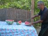 Как надо резать арбуз
