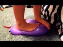 Don't pop the balloon challenge / Девчёнки стоят на шариках