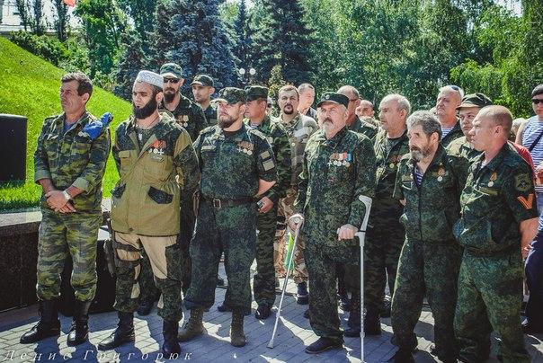 Донецк почтил память ополченцев и жителей Славянска, погибших в боях за город