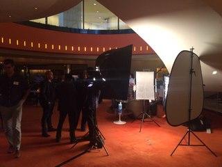"""Владимир Мегре в Нью-Йорке на Всемирном молодежном саммите Nexus 2015. 2015 Nexus Global Youth Summit, New York City. Владимир Мегре принял участие в фото-проекте Роберта Фогарти """"Дорогой мир"""" (Robert Fogarty, """"Dear World"""") на международном молодежном саммите Nexus Global Youth Summit 2015."""