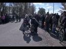 Около 50 жителей Трёхизбенки пикетируют блокпост украинских военных, требуя открыть дорогу