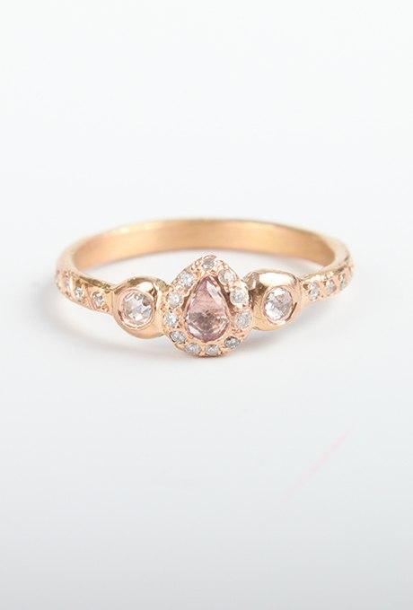 QXka7sZ8Zfw - Розовые обручальные кольца (25 фото)