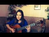 Очень милая девушка круто поет и играет на гитаре песню собственного сочинения