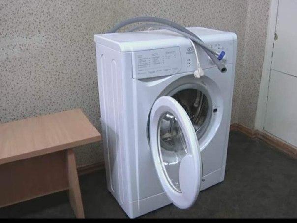 В г. Мирном из коридора общежития похитили стиральную машину