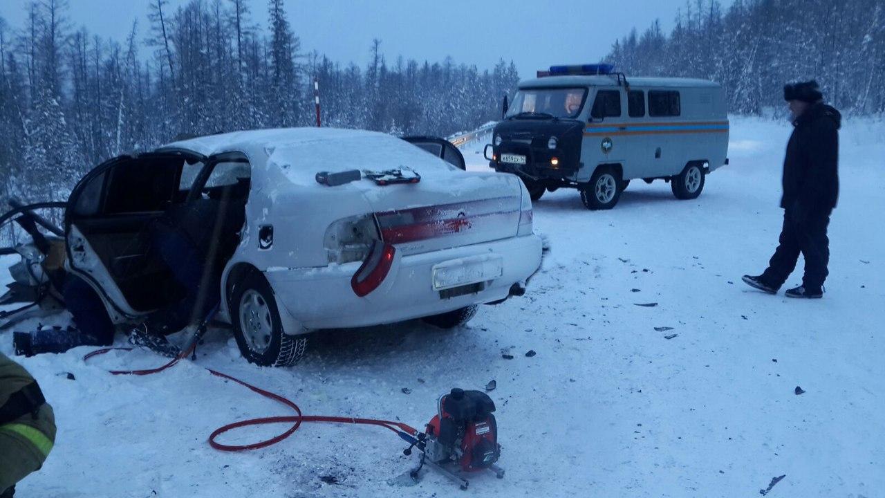 В Томмоте спасатели Службы спасения спасли двух человек, зажатых в машине после ДТП