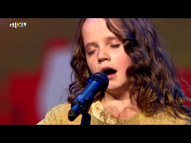 Amira (9) verbijstert iedereen met opera - HOLLANDS GOT TALENT