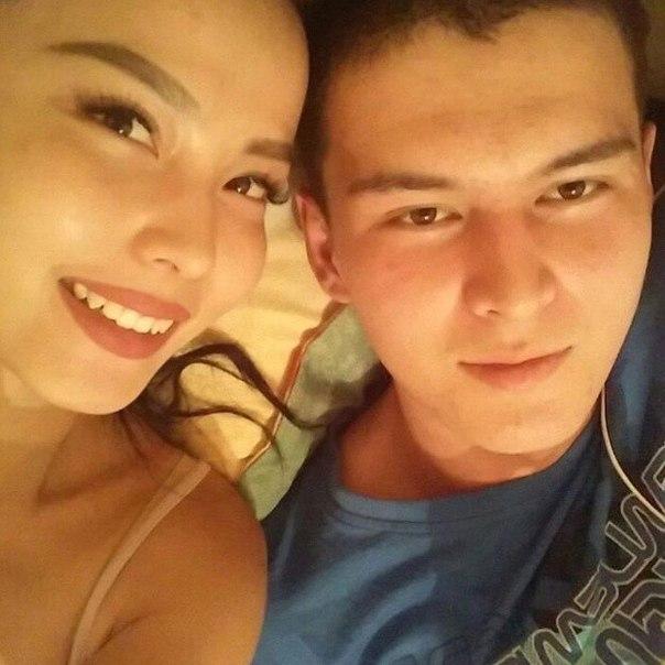 Неопубликованная фотография Жулдыз с братом.