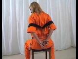 Девушка в наручниках и кандалах