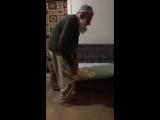[Нетипичная Махачкала] 90 летний больной дедушка совершает Намаз, а ты что делае