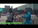 Джон Джон и Андерсон Сильва проводят спарринг на улице