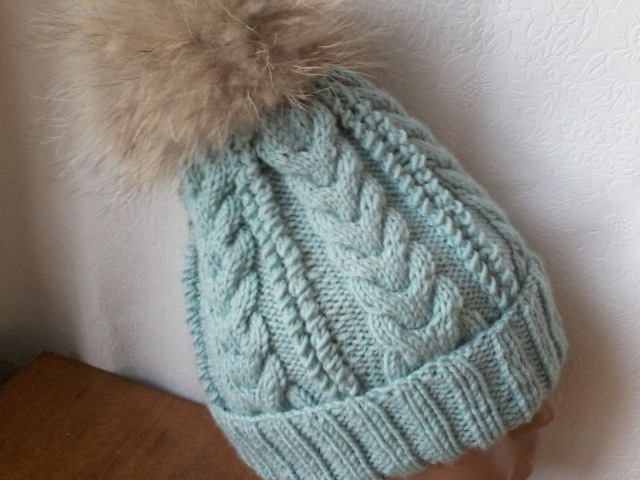Вязание шапки на 5пяти спицах,