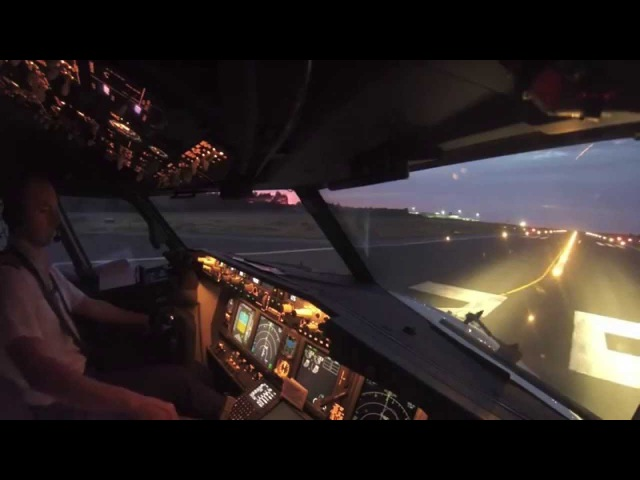 Boeing 737-800 Amazing Take-Off (HD Cockpit View)