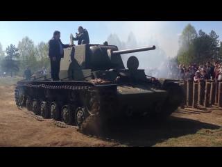 танк героя танкиста КОЛОБАНОВА построен авгус41 первый бой август 41 за бой выбил 22 танка утонул в 43.прорыв блокады.