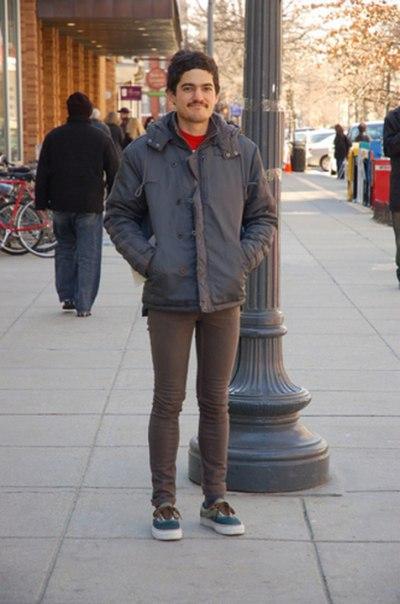 Член в узких джинсах