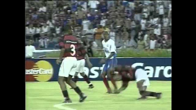 Julio César faz lambança mas Flamengo vence Bahia por 2 a 1 pelo Brasileiro de 2003
