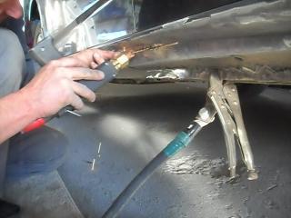 Сложный ремонт порогов на Ford Mondeo.