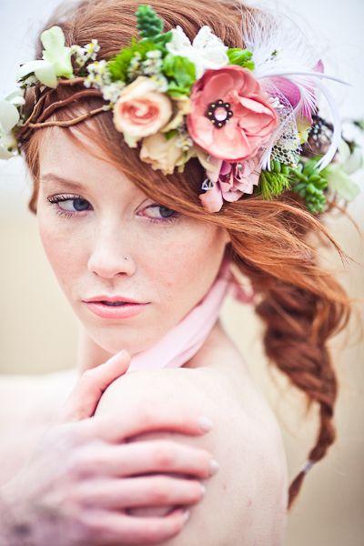 Квіти у зачісках наречених