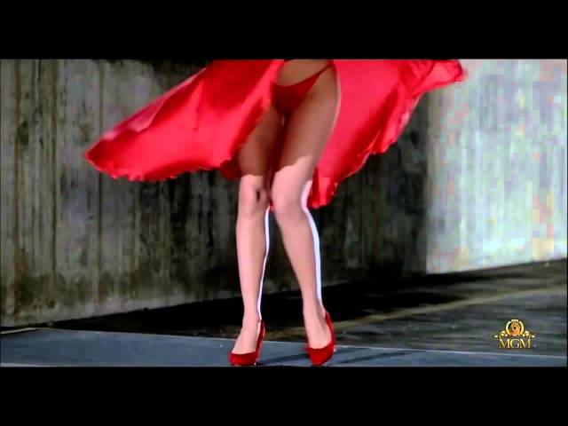 Chris de Burgh ~ Lady in Red (Kelly Lebrock) Marilyn Monroe style. ↓ Lyrics ↓ [HD]