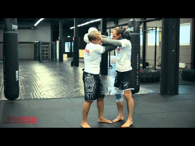Тайский бокс с чемпионом мира - перехватываем инициативу в клинче. Обучающее видео от 4ММА.
