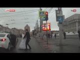 Невеста на глазах у прохожих избила жениха в день свадьбы.| АЗЕРБАЙДЖАН , AZERBAIJAN , AZERBAYCAN , БАКУ, BAKU , BAKI , 2016