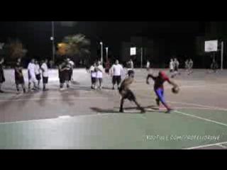 Офигенные трюки в баскетболе! В костюме человека паука. Spiderman Plays Bask