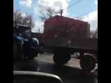 В Ростове на Казахской Opel разорвал трактор на две части 26.02.16