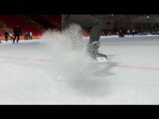 Каток в Крылатском . Катание на коньках . Торможение на льду . ice skating .