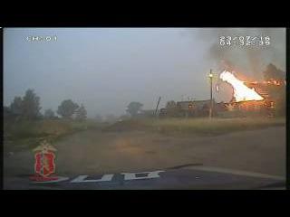 В Красноярском крае полицейские эвакуировали людей из горящего дома