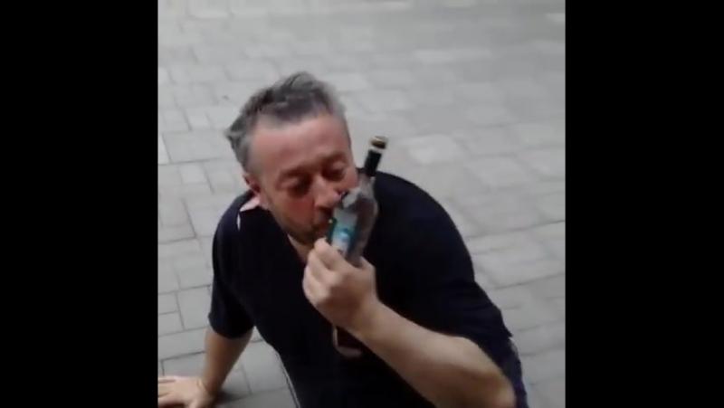 Пьяный мужик получает оскара