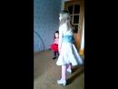 Танец макарена в исполнение Лизы и Ксю ))