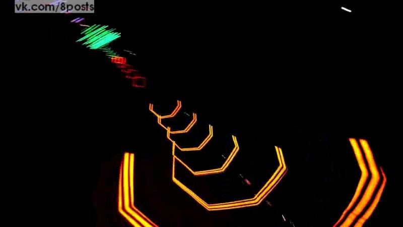 Светящаяся трасса для гонок дронок квадрокоптеров Pretty Lights Le parcours d'obstacles encadrés de néons spécialement conçu