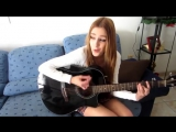 Девушка круто поет под гитару! очень красивая песня ))