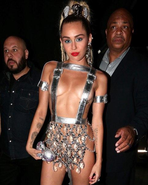 Майли Сайрус шокировала откровенным образом на MTV Video Music Awards