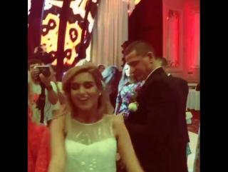 Ксения Бородина и Курбан Омаров танцуют под армянскую музыку на своей свадьбе